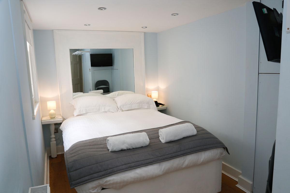 Non En Suite Bathroom: Double Room With En Suite Shower